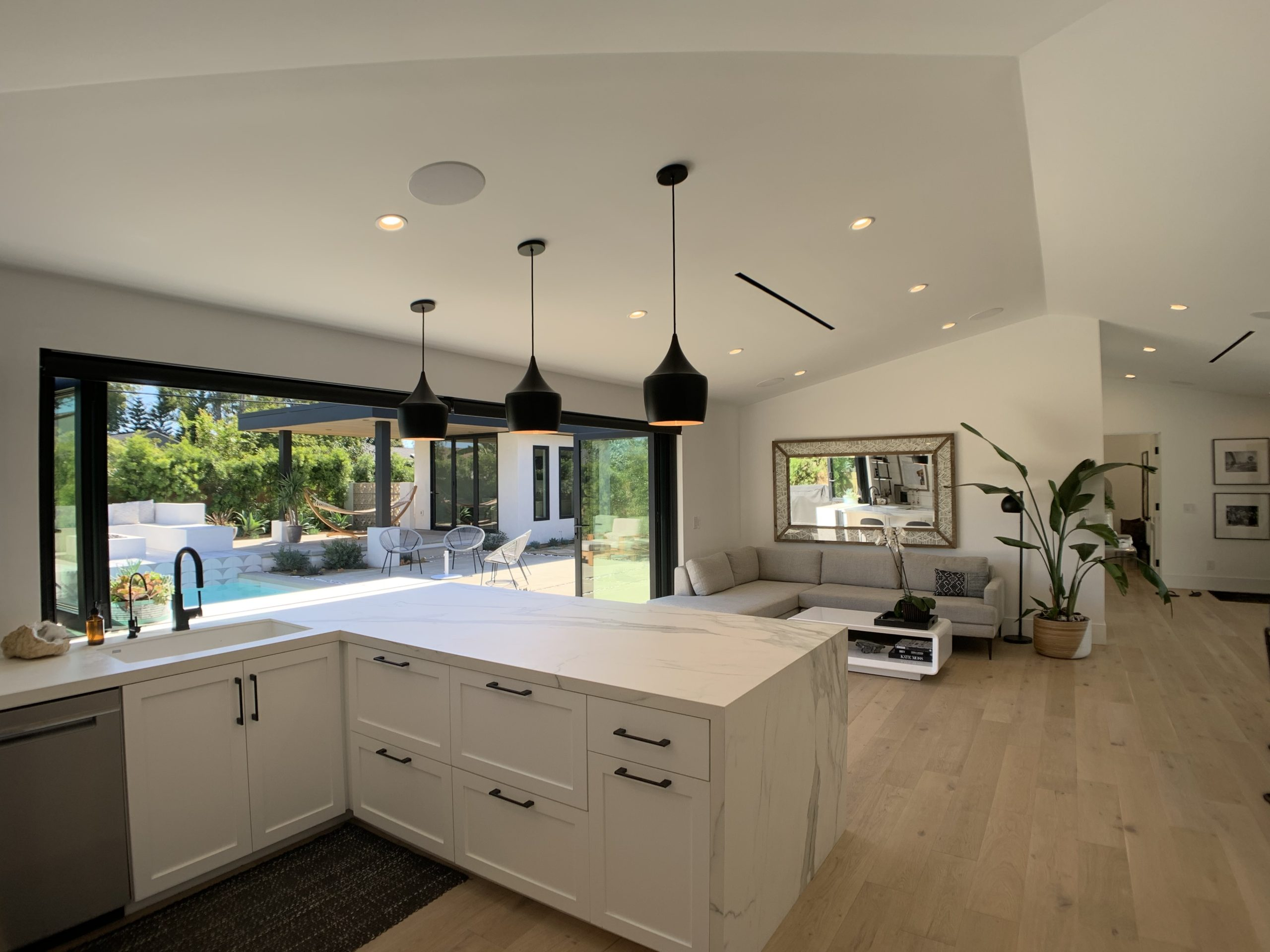 Kitchen and pool - second angle